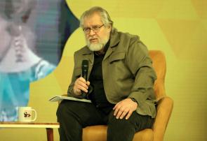 نادر طالبزاده: «گرینکارت» دلیل سیاهنمایی برخی سلبریتیهاست